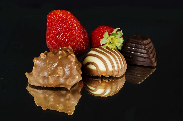 dark chocolate and berries for weight loss